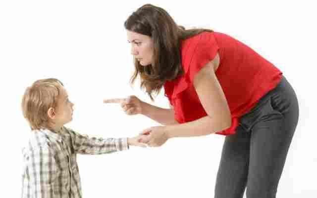 10 دلیل اصلی بدر�تاری کودکان که والدین نمی دانند+ راه حل کاربردی